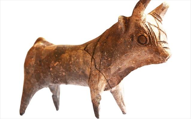 Aκέραιο ειδώλιο ταύρου, που βρέθηκε κατά τις ανασκαφές κοντά στον διεθνή αερολιμένα Λάρνακας.