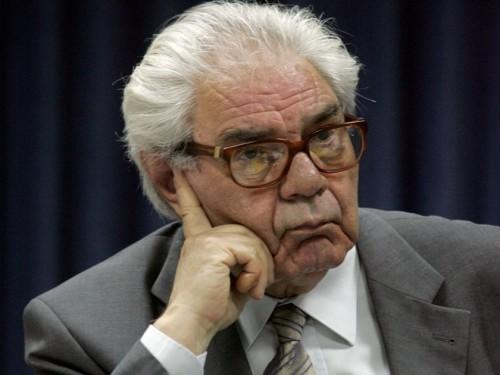 Η απάντηση του καθηγητή Γιώργου Κασιμάτη στους υβριστές του ελληνικού λαού με το βιβλίο «Το απάνθρωπο καθεστώς δανεισμού της Ελλάδας»