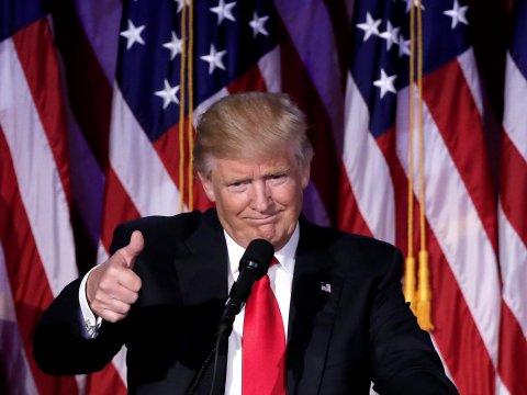 Σταύρος Λυγερός, «Οι επαγγελίες του Τραμπ συνιστούν όχι απλώς φρένο στην παγκοσμιοποίηση, αλλά και ευθεία απειλή για την πανίσχυρη ολιγαρχία του χρήματος»