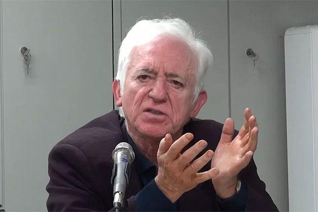Ο Γιώργος Καραμπελιάς συνομιλεί με τον Ιωσήφ Σηφάκη