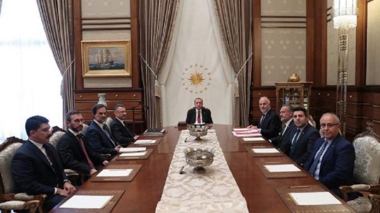 """Μάριος Ευριβιάδης,Ο Τράμπ και το τουρκικό θέατρο """"καπούκι"""" του Ερντογάν: Ο Σουλτάνος ψάχνει διέξοδο σωτηρίας…"""