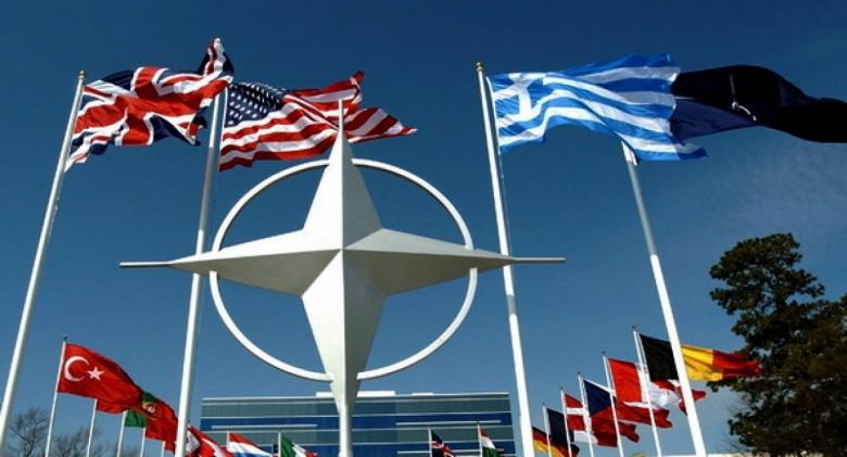 Π. Ήφαιστος, Συναλλαγές των λιγότερο ισχυρών κρατών με τις μεγάλες δυνάμεις και η Ελλάδα