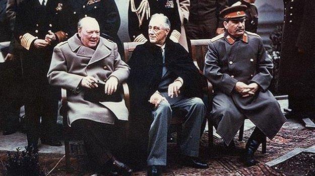 Π. Ήφαιστος, Οι Ηγεμονικές Δυνάμεις: Η Ελλάδα και οι συναλλαγές λιγότερο ισχυρών κρατών με τις μεγάλες δυνάμεις.