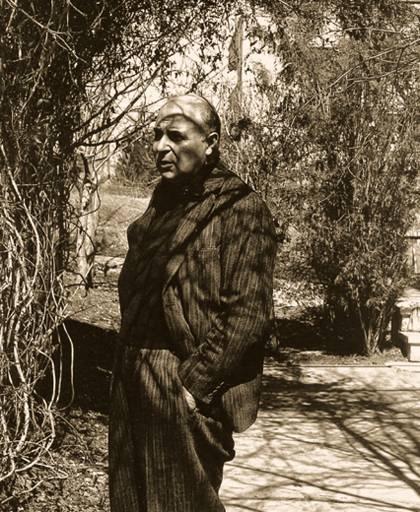Ο ποιητής στο σπίτι του στην Αγκυρα.
