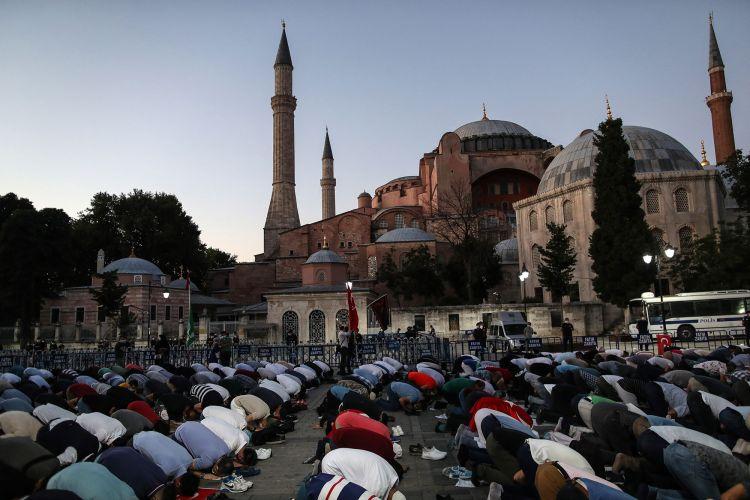 Διονύσης Τσιριγώτης, Η θρησκεία στη Διεθνή Πολιτική: Το Ισλάμ και η Ελληνική Οικουμένη